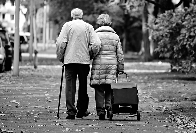 טיפול בקשיי הליכה וכאבים בגיל מבוגר